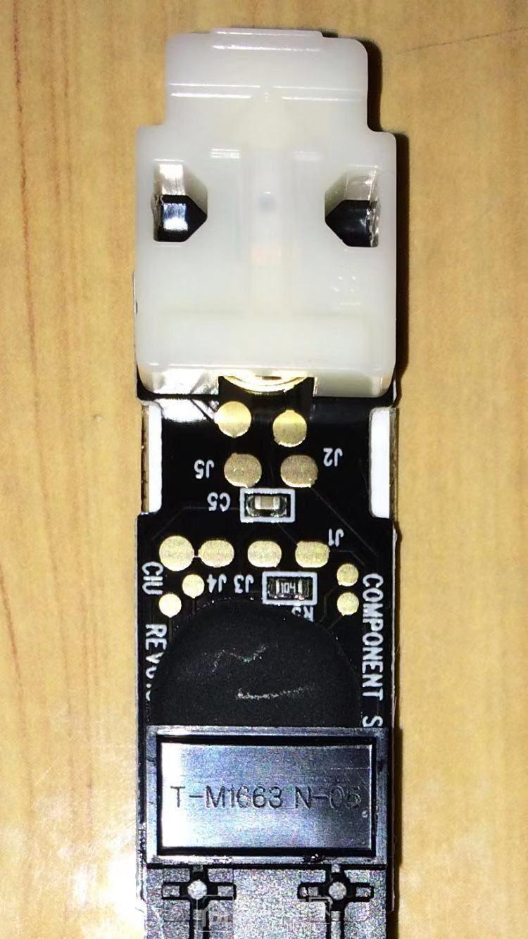 白色的里面是纽扣电池!用过一次后就没电了!
