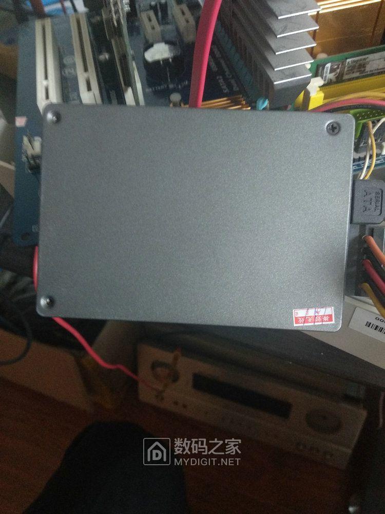 镁光P400M 固态硬盘背面