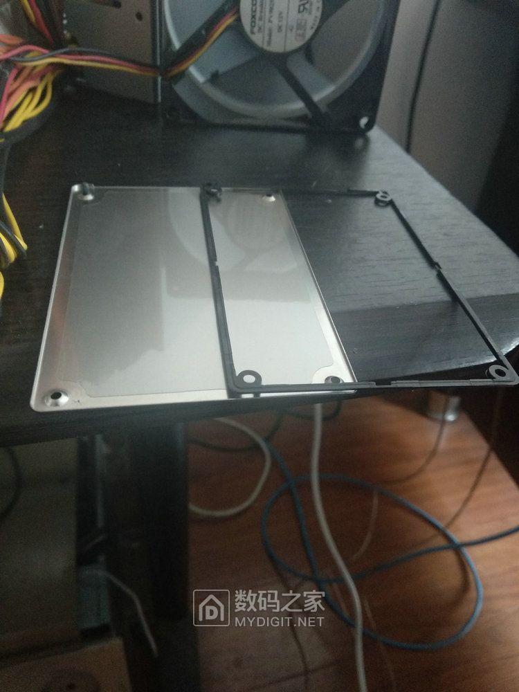 镁光P400M 固态硬盘反面塑料支架