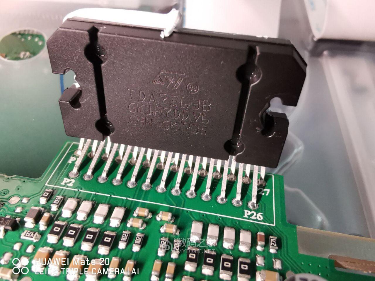 功放IC用的不是东芝方案里的TB类而是TDA7563B,音质很棒哦