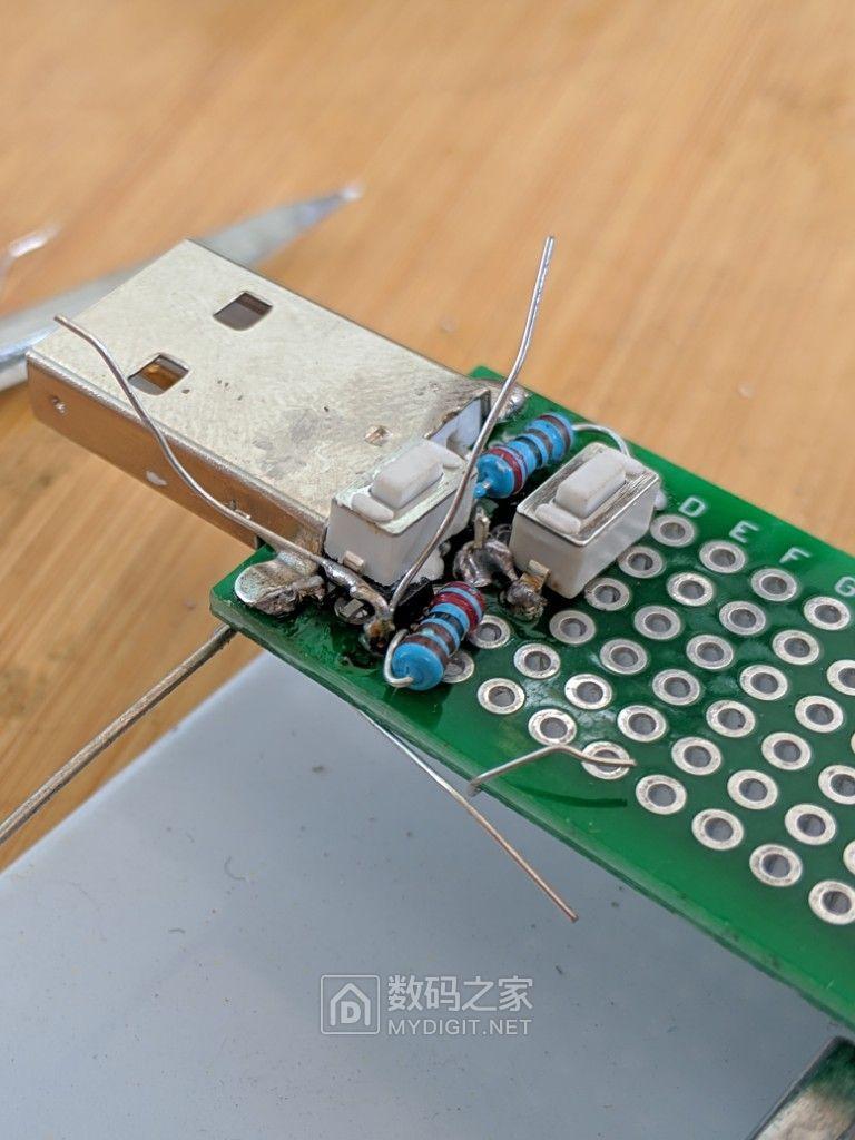 光顾着照搬电路图了,忘记引出Vcc做输出,水平不行,这一面实在没法焊接