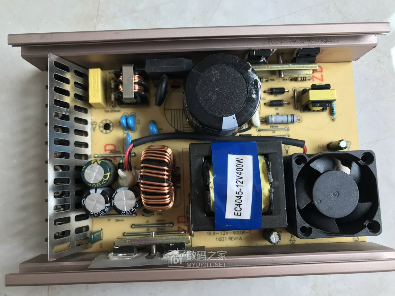 电源内部是这样的。