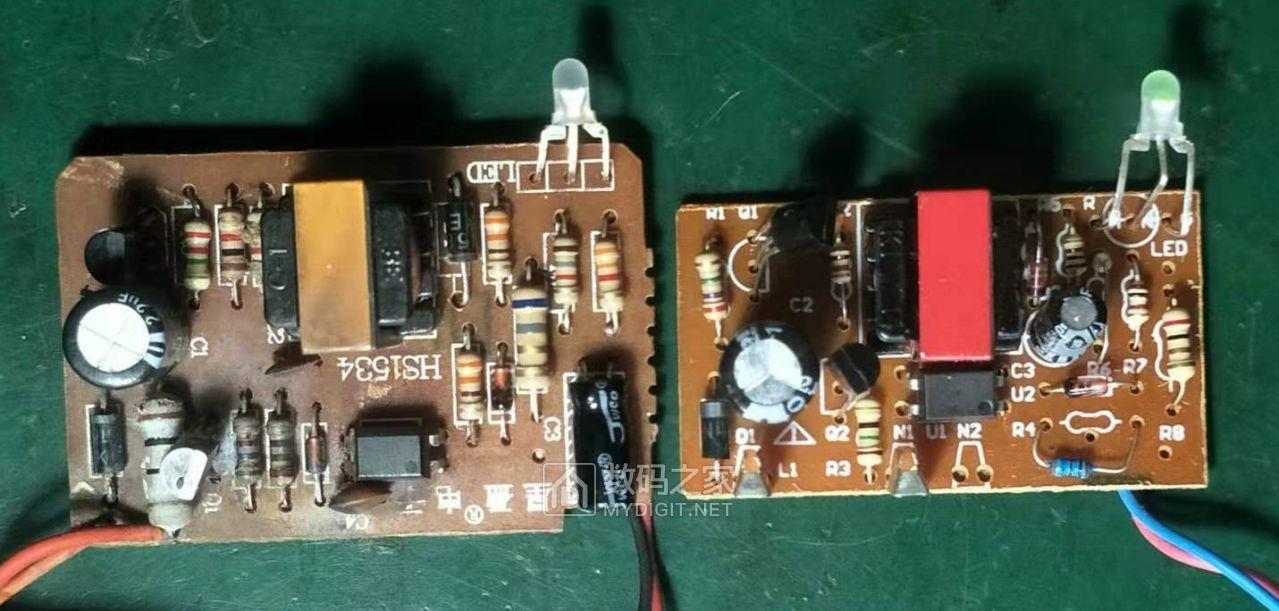 两充电器电路板比较.jpg