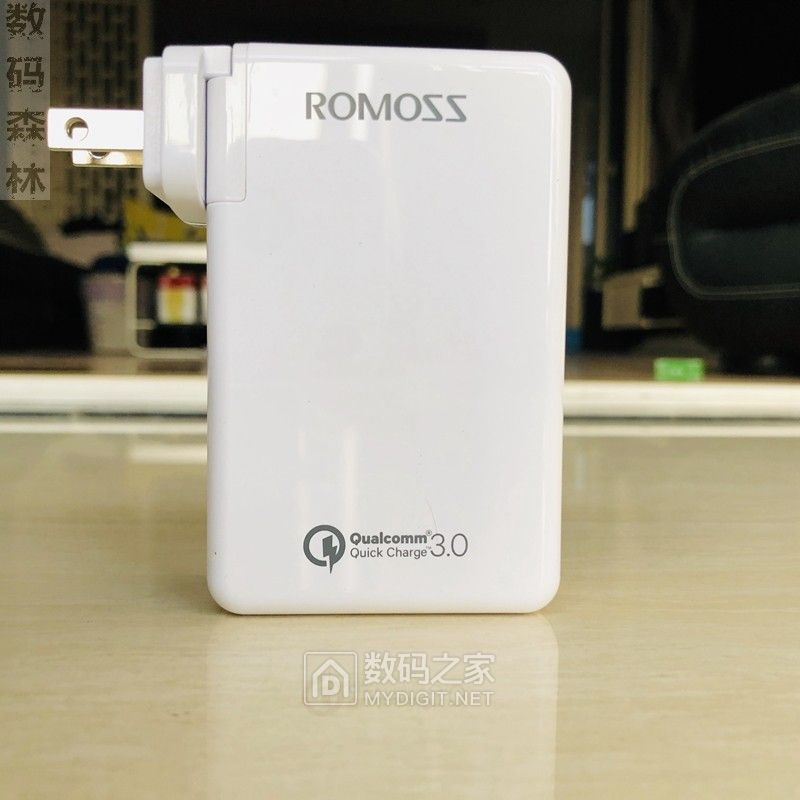 29.9包邮全新romoss AC30U美规QC3.0+PD 三口30W支持苹果快充