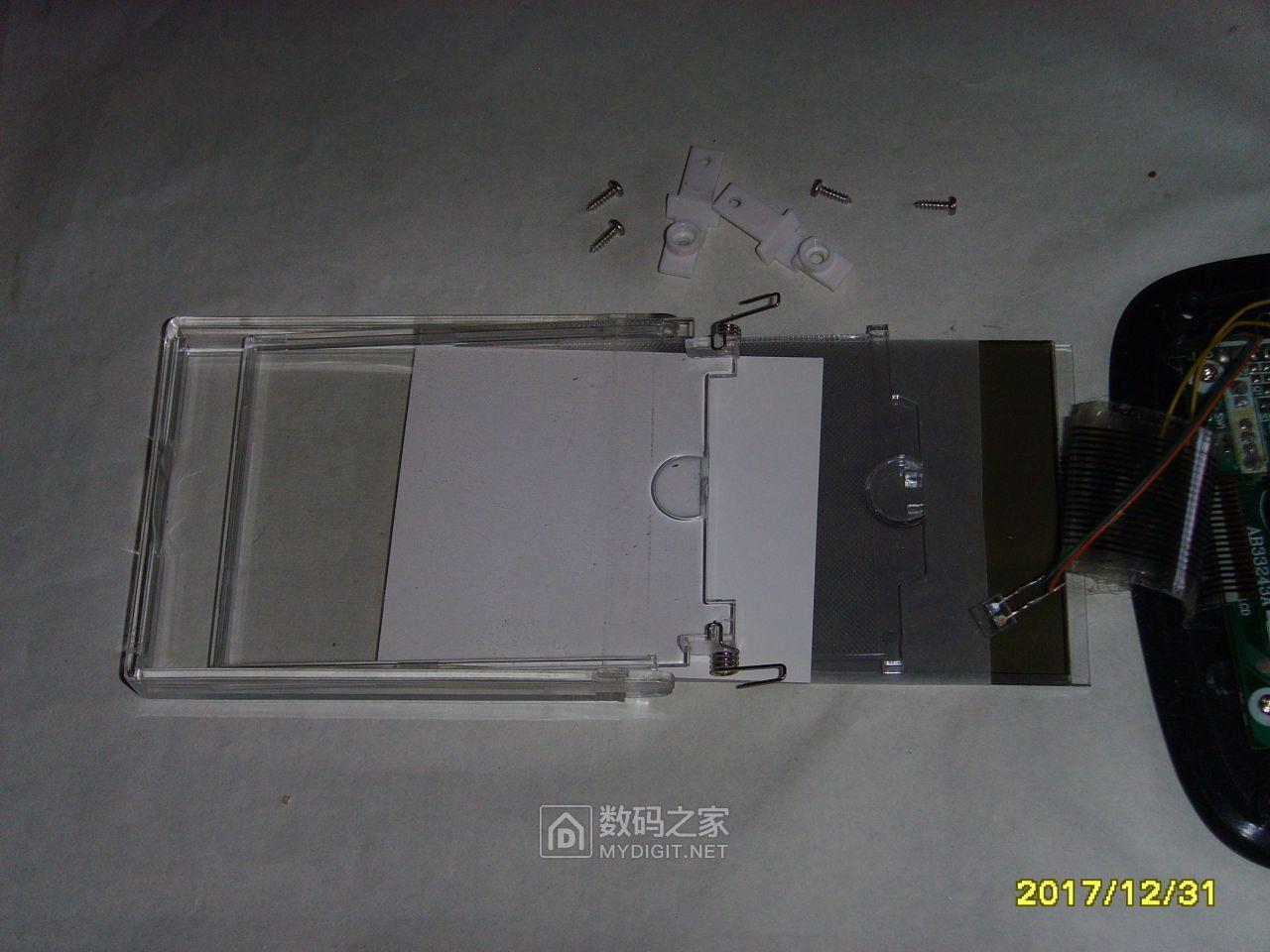 拍照记录LCD组件分层结构。