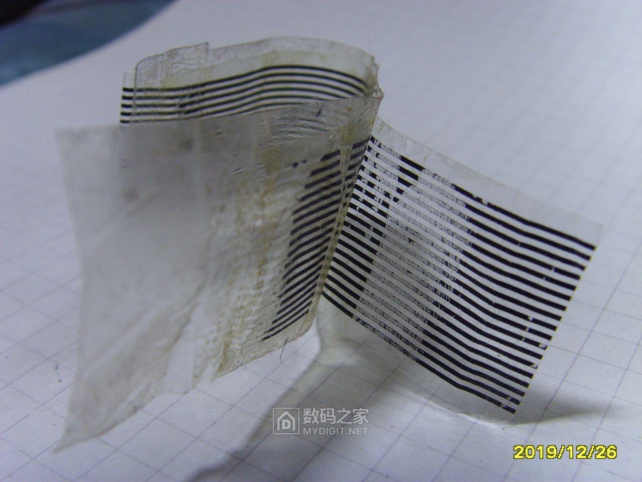 最后,这是替换下来的斑马纸,导电部分已经被胶带粘下来了。