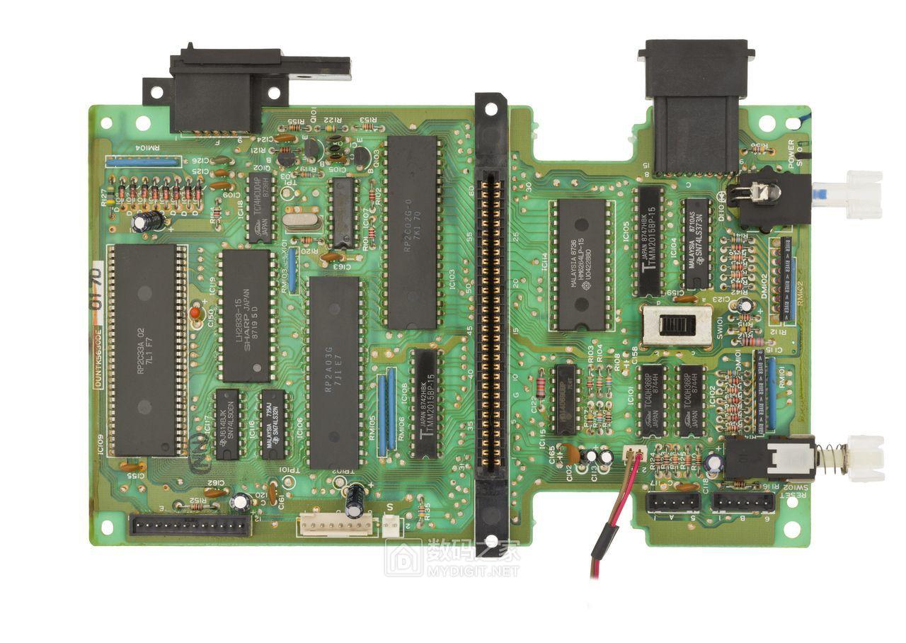 Twin Famicom(日)正面