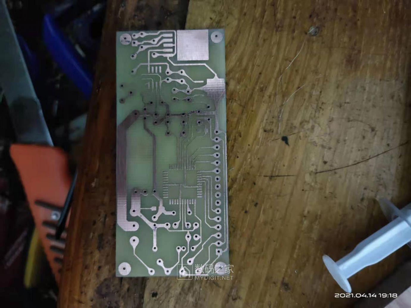 腐蚀好的PCB